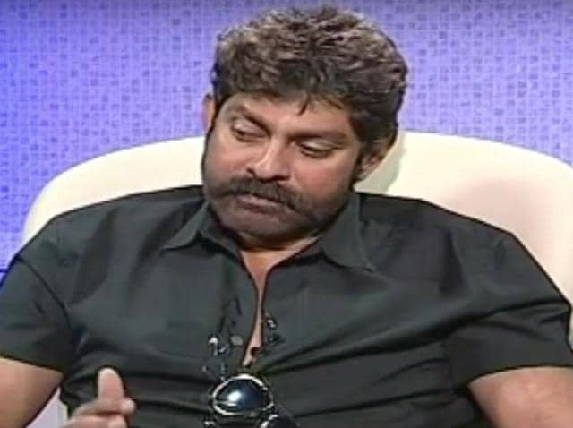 Jagapathi Babu, who is busy with his Tamil project tentatively called Vijay 60, will play a heroine's father in a Telugu horror comedy.