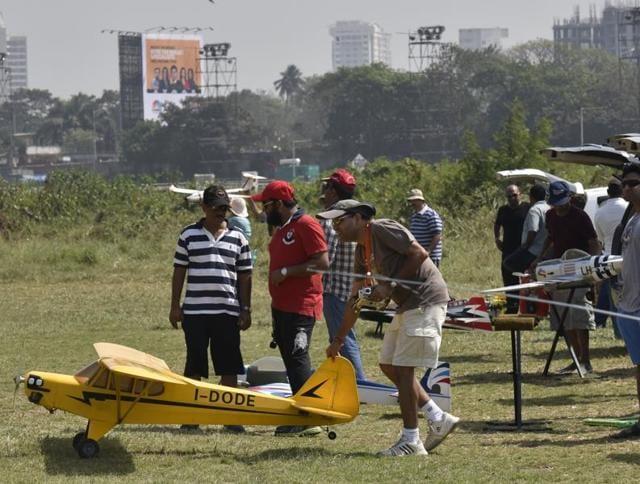 Aeromodellers at Mahalaxmi Race Course  on a Sunday