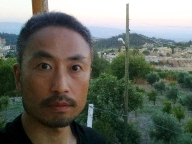 Japanese journalist Jumpei Yasuda  before his departure to Syria, with the message reading,