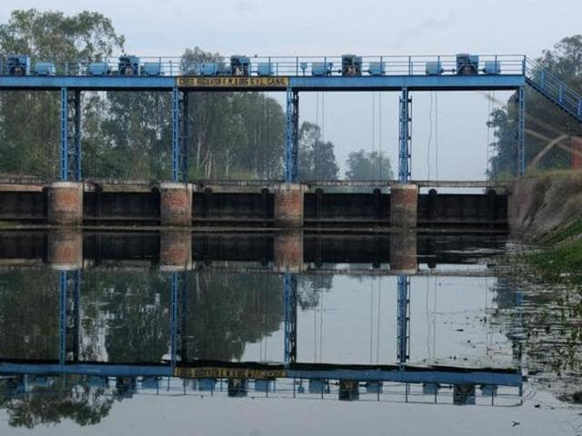 In a setback to Punjab, the apex court had on Thursday directed maintenance of status quo on land meant for canal after Haryana alleged that attempts have been made to alter its use by levelling it.