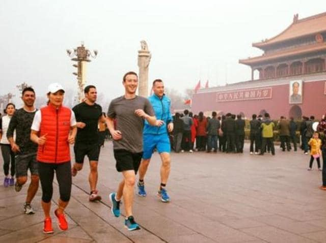 Chinese Internet users are lashing out at Mark Zuckerberg for jogging through the smoggy Beijing without a face mask.