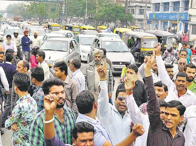 Victim's relatives and Railway Colony residents blocking the traffic during a protest at Bharat Nagar Chowk in Ludhiana on Thursday.