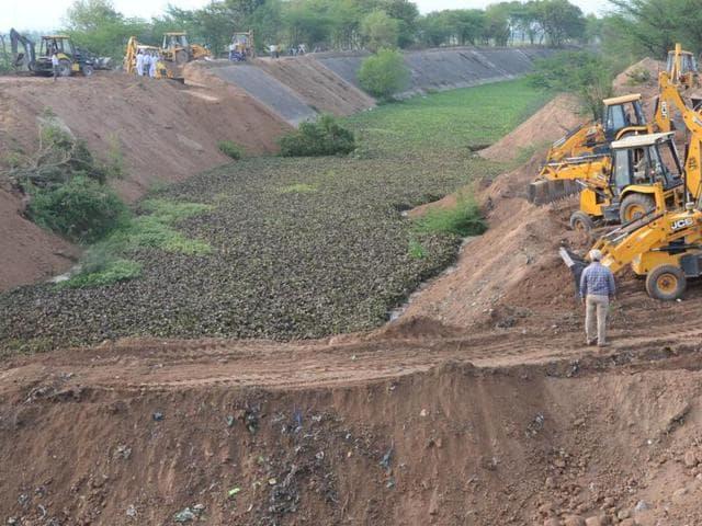 JBC Machine Filling up the Sutlej-Yamuna Link (SYL) Canal near Rajpura.