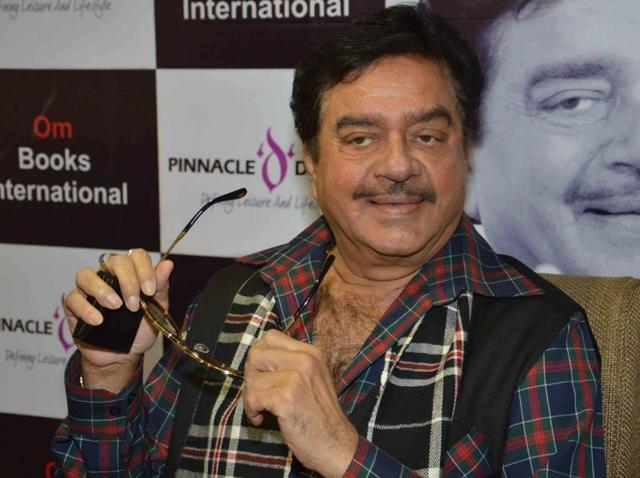Actor and BJP MP Shatrughan Sinha addresses a press conference in Patna, on March 17, 2016.