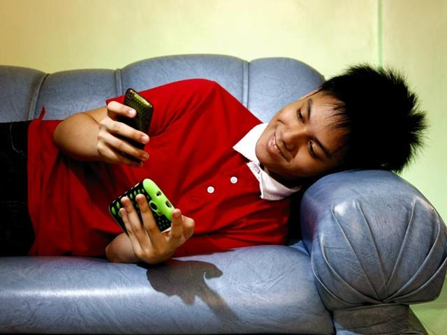 Nearly 66% of teenagers surveyed attributed postponing bedtime to chatting with friends and 39% to watching television or movies.(Shutterstock)