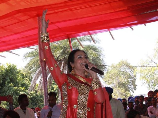 Punjabi folk singer Satwinder Bitti at Punjab Agricultural University, Ludhiana on Saturday.