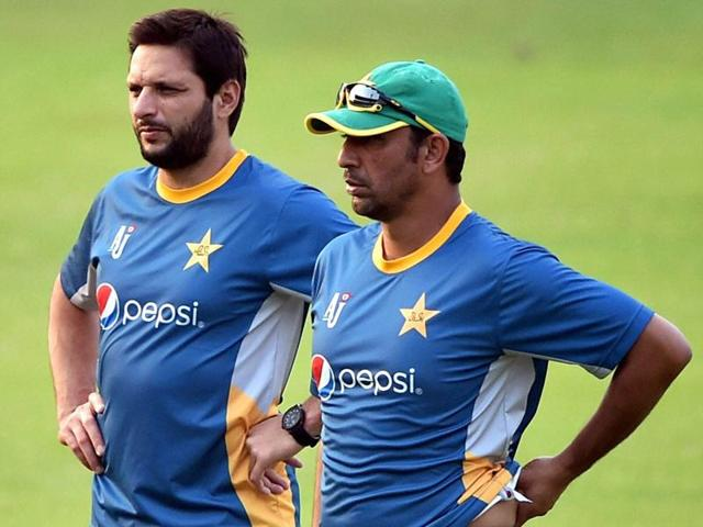Pakistan's Captain Shahid Afridi (L) and the team's bowling coach Azhar Mahmood during their training session at the Eden Gardens.