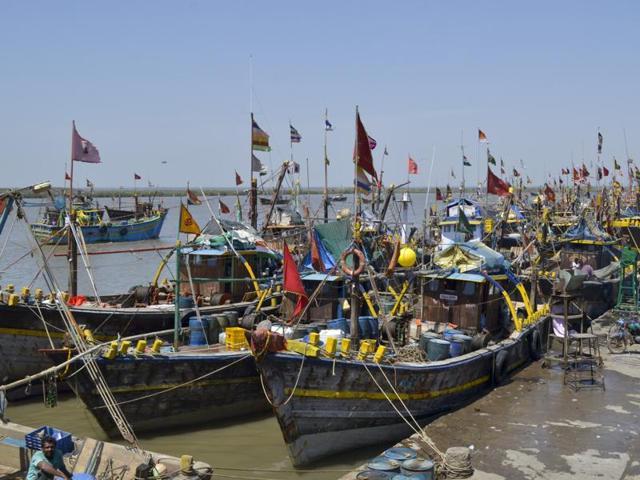 Gujarat coast,Pakistani fishermen,Abandoned boats