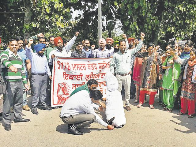 Teachers Union,Bhai Chattar Singh Park,Punjab effigy burnt