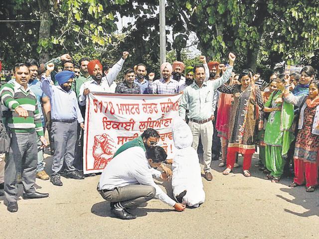 Teachers Union,Bhai Chattar Singh Park,Punjab effigy burnt