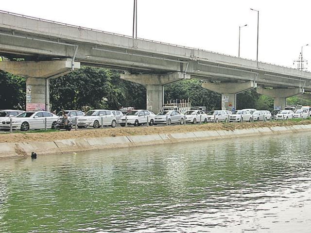 Traffic jams were witnessed on Pakhowal Road and BRS Nagar due to closure of railway overbridge for repairs.