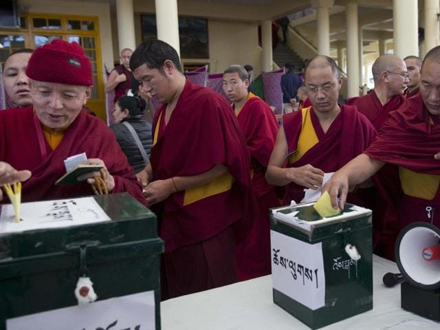 Exiled Tibetan monks cast their vote to elect the next prime minister and parliamentarians in Dharamsala on Sunday.