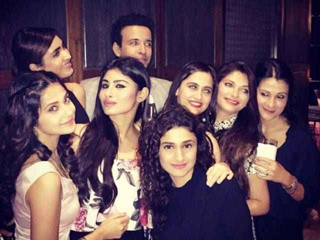 Mouni, Sanjeeda, Ragini, Aamir, Jennifer and other TV actors partying.