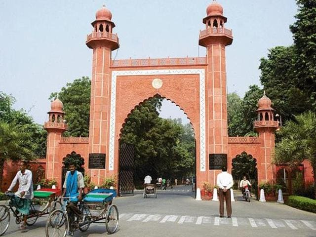 Clashes broke out  at the Aligarh Muslim University during the World T20 cricket match between India and Pakistan.