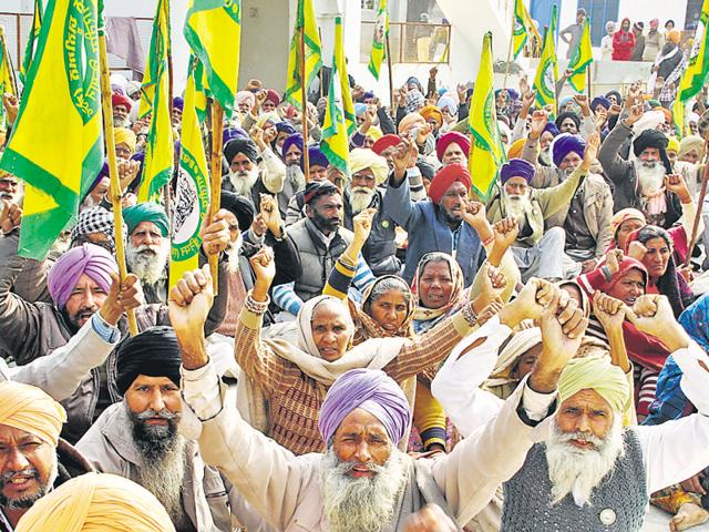 Farmers holding a protest in suport of their demands at Rai Ke Kalan village in Bathinda district.