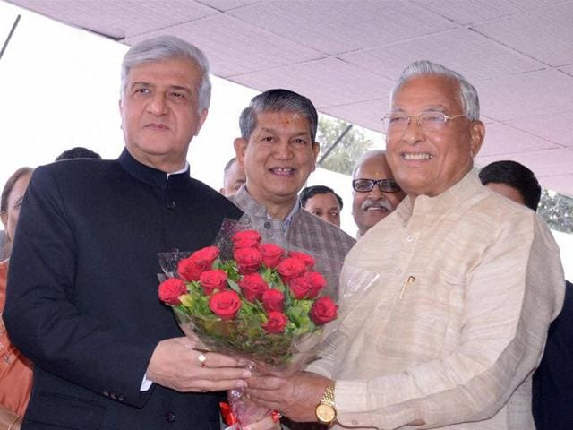 Dehradun: Uttarakhand Assembly Speaker Govind Singh Kunjwal (R) greets Governor K K Paul (L) as chief minister Harish Rawat (C) looks on.