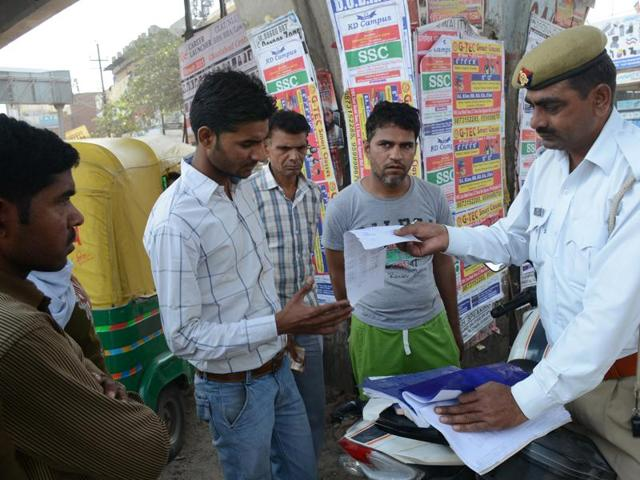 A total of 42,854 licences were seized for jumping the traffic signal.