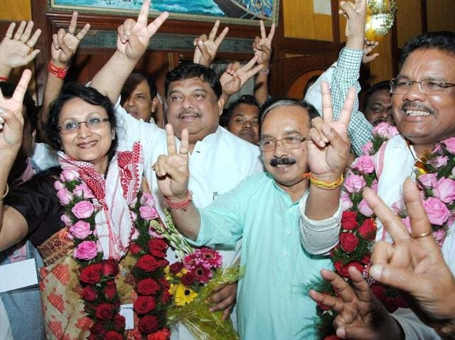 Assam chief minister Tarun Gogoi, APCC president Anjan Dutta (2nd L) with newly elected Rajya Sabha MPs Rani Narah (L) and Ripun Bora (R) showing victory sign during a press conference in Guwahati on Monday.