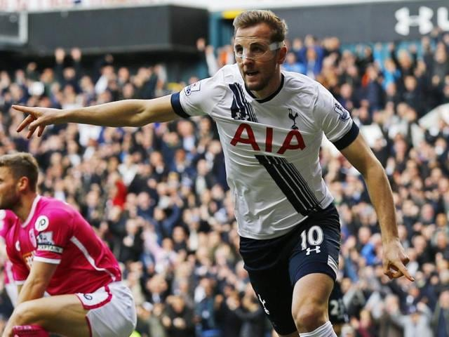 Harry Kane scored twice to help Tottenham Hotspur cut Leicester's lead at the top of the Premier League down to five points.
