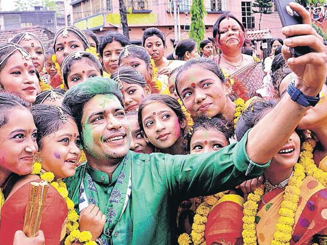 Trinamool candidate Laxmi Ratan with Holi revellers.