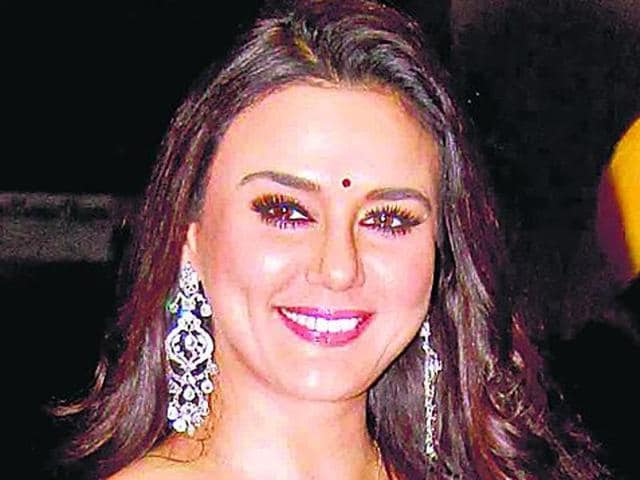 Mumbai,Preity Zinta,Cheque bouncing case