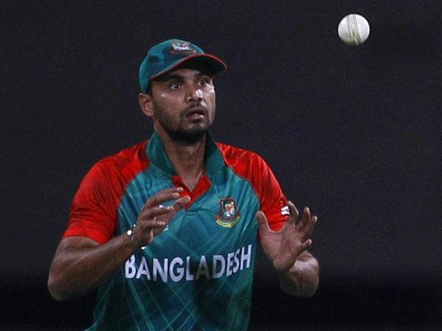 Bangladesh's captain Mashrafe Mortaza, left, watches the ball after teammate Mohammad Mithun, right, dropped the catch of Australia's Shane Watson during their ICC World T20 match in Bengaluru on March 21, 2016.