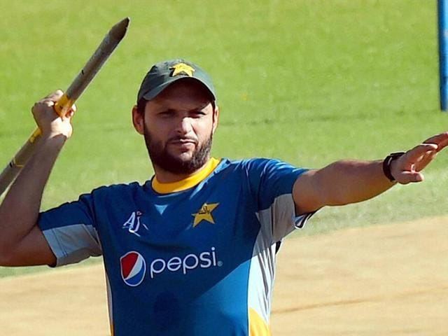 Pakistan's captain Shahid Afridi catches the ball to dismiss his New Zealand's counterpart Kane Williamson.