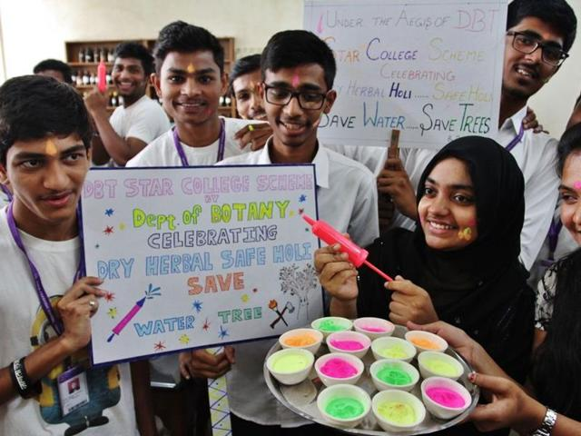 Students of Bandodkar College spread the message of playing dry holi with eco-friendly colours.