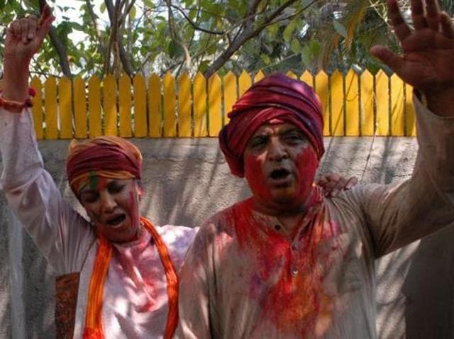 Javed Akhtar and Shabana Azmi, who are among the few to organise Holi celebrations annually on a large scale, won't be hosting one in 2016, as they leave for the US on March 22.
