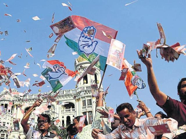 Congress workers protest against the Trinamool at Esplanade in Kolkata after the sting operation.