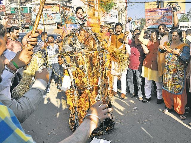 Punjab BJP president Kamal Sharma and party workers burning an effigy of Congress leader Shashi Tharoor in Jalandhar on Tuesday.