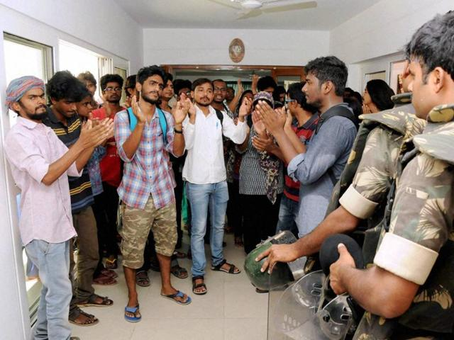 A section of students alleged that Hyderabad Central University vice-chancellor Appa Rao was sent back to prevent Kanahiya Kumar's visit to the campus.