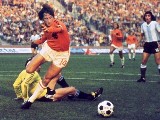 Johan Cruyff,Total Football,Rinus Michels