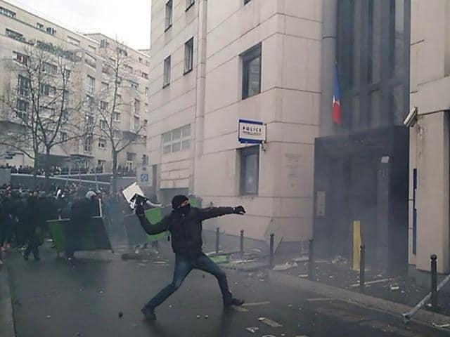 Paris police attacks teen,Bernard Cazeneuve,French violence