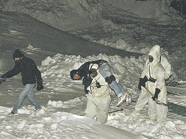 Avalanche in Siachen,Indian Army,Ladakh