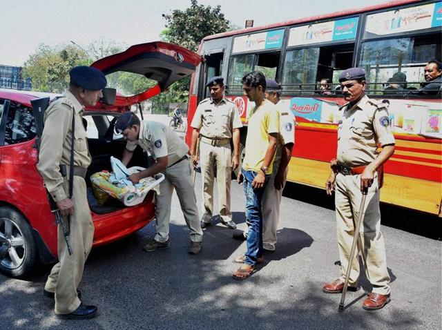 Gujarat police at a vehicle checkpoint. A State HumanRights Commission report has stated that there were 61 custodial deaths in the state during 2011-2012.