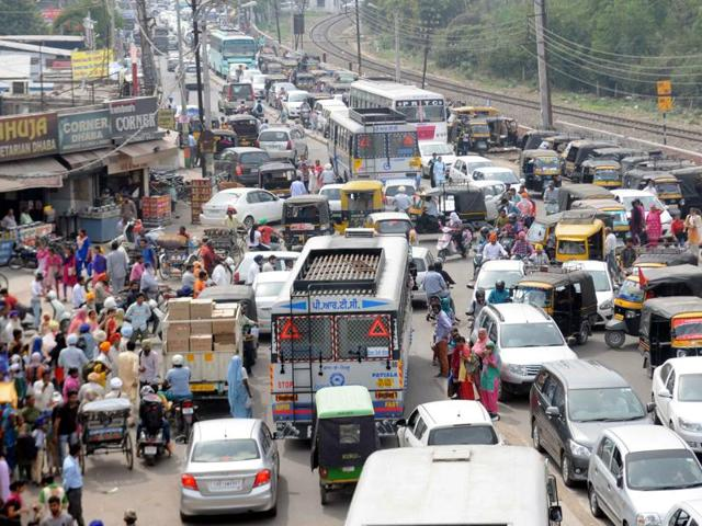 Vehicles stuck on the Chandigarh road during the protest.