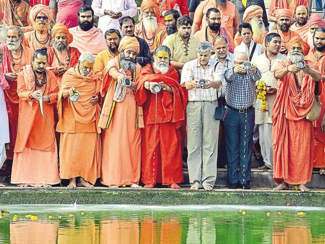 Ujjain divisional commissioner and district collector conduct rituals in Ujjaini, the birthplace of river Kshipra, along with seers.