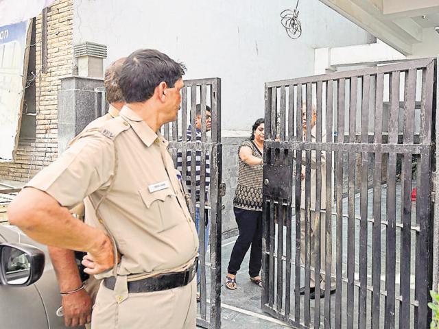 Police talk to relatives of Dr Pankaj Narang at his residence at New Krishna Park in Vikaspuri.
