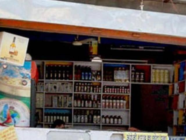 The department allotted 160 liquor vends, including 134 country liquor and 26 IMFL vends.