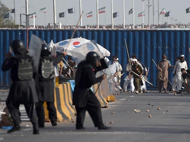 Pakistan,Islamabad clashes,Stone-throwing