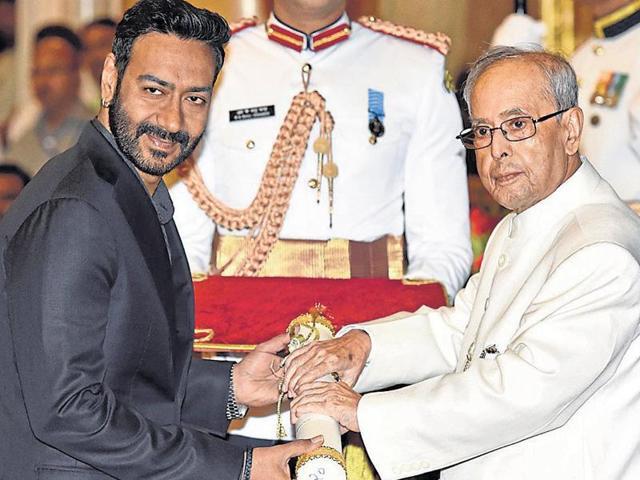 Ajay Devgn receives the award from President of India Pranab Mukherjee in Delhi on Monday. (HTPhoto)