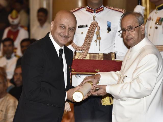 Anupam Kher receives the Padma Bhushan award by President Pranab Mukherjee.