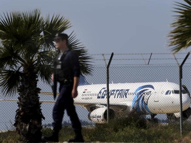 EgyptAir hijacking,EgyptAir hijacker wants asylum,Hijacked EgyptAir plane in Cyprus
