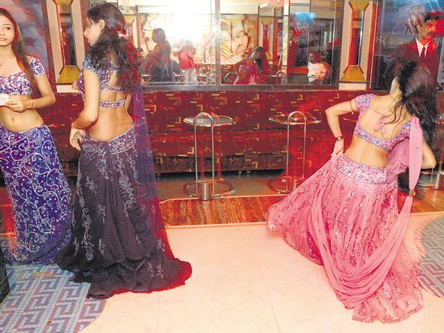 Bar dancer,Dance bar bill,Maharashtra govt