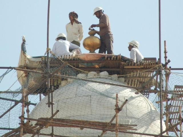 Located at the height of 250 feet, the restoration work of the pinnacle will take about five days as workers will have to exercise all precautions.
