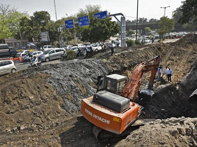 Heavy traffic plagues ring road due to a massive cave in on Bhairon Marg in New Delhi.