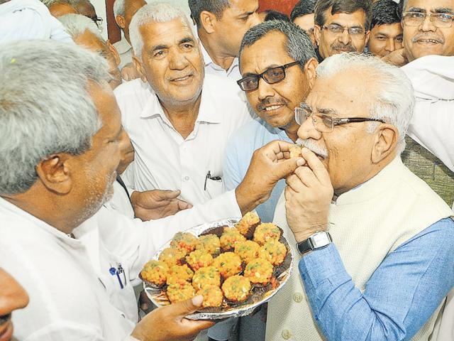 Jat leaders offering sweets to Haryana CM Manohar Lal Khattar.