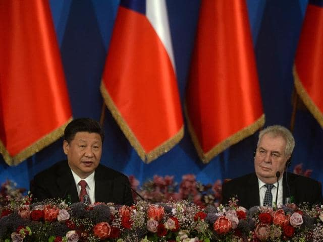 China's President Xi Jinping (left) and Czech President Milos Zeman attend the Economic Discussion Forum in Prague on Wednesday.