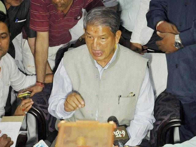 Uttarakhand chief minister Harish Rawat addresses the media in Dehradun on Tuesday.(PTI)